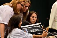 BRASÍLIA, DF, 30.03.2017 – SÉRGIO MORO-DF – Parentes de vítimas durante audiência pública na Câmara dos Deputados que analisa alterações no Código de Processo Penal, na tarde desta quinta-feira, 30. (Foto: Ricardo Botelho/Brazil Photo Press)