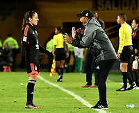 BOGOTA - COLOMBIA - 27 - 05 - 2017: Enrique Guevara (Der.), técnico de America de Cali, da instrucciones a Viviana Munera (izq.) jugadora, durante partido de vuelta por los cuartos de final entre Independiente Santa Fe y America de Cali, por la Liga Femenina Aguila 2017, en el estadio Nemesio Camacho El Campin de la ciudad de Bogota. / Enrique Guevara (R), coach of America de Cali, gives instructions to Viviana Munera (L) player, during a match of the second round of the  quarters of finals for the Liga Femenina Aguila 2017, between Independiente Santa Fe and America de Cali, at the Nemesio Camacho El Campin Stadium in Bogota city, Photo: VizzorImage / Luis Ramirez / Staff.