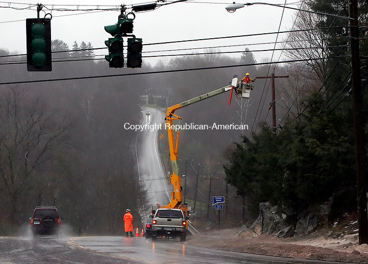 HARWINTON, CT18 January 2006-011806TK02 As a result of strong area winds interrupting power, CL&P crews worked to restore power to traffic signal lights at the intersection of Rt. 4 and Rt. 188 in Harwinton. Tom Kabelka / Republican-American (storm)CQ