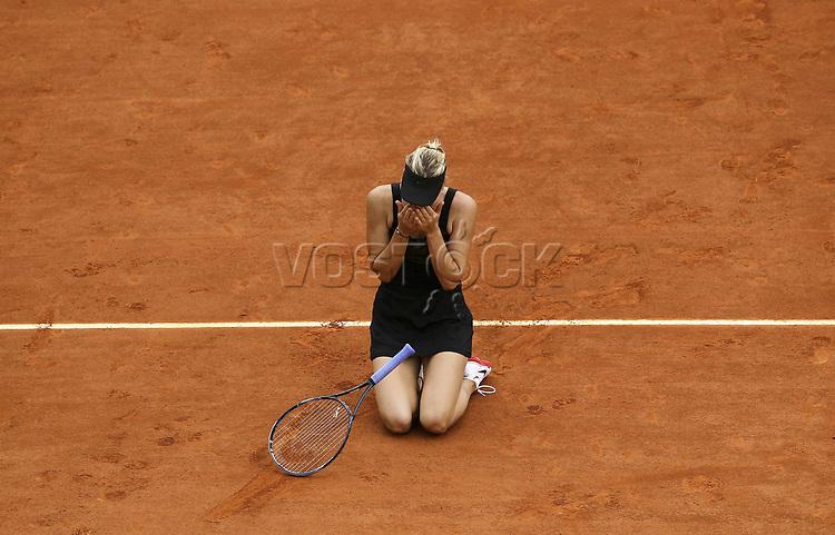 Maria Sharapova (RUS) freut sich nach dem matchball über ihren Sieg<br /><br />Tennis French Open Paris, Damanefinale  Sat. 08.06.2012<br /> <br /> <br /> - 09.06.2012