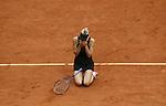 Maria Sharapova (RUS) freut sich nach dem matchball &uuml;ber ihren Sieg<br /><br />Tennis French Open Paris, Damanefinale  Sat. 08.06.2012<br /> <br /> <br /> - 09.06.2012