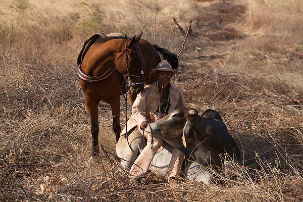 Nova Olinda_CE, 16 de Setembro de 2012<br /> <br /> <br /> Na foto, o vaqueiro Iranildo Rufino vestido com trajes de couro feitos por Espedito Seleiro<br /> <br /> Foto: LEO DRUMOND / NITRO