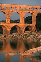 Europe/France/Languedoc-Roussillon/30/Gard: Le pont du Gard - L' Aqueduc Romain (1° s. après JC) et la vallée du Gardon