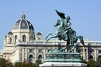 Denkmal Erzherzog Karl auf dem Heldenplatz, dahinter Naturhistorisches Museum, Wien, Österreich, UNESCO-Weltkulturerbe<br /> monument archduke Karl on Heldenplatz, Vienna, Austria, world heritage