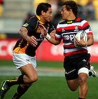 Hosea Gear tries to tackle Counties-Manukau fullback Tim Nanai-Williams. ITM Cup - Wellington Lions v Counties-Manukau Steelers at Westpac Stadium, Wellington, New Zealand on Sunday, 8 August 2010. Photo: Dave Lintott/lintottphoto.co.nz.