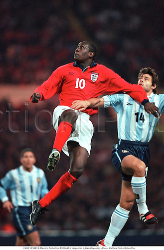EMILE HESKEY & Mauricio Pochettino, ENGLAND 0 v Argentina 0, Wembley 000223. Photo: Matthew Clarke/Action Plus...2000.Soccer.Header.International.football.internationals.association