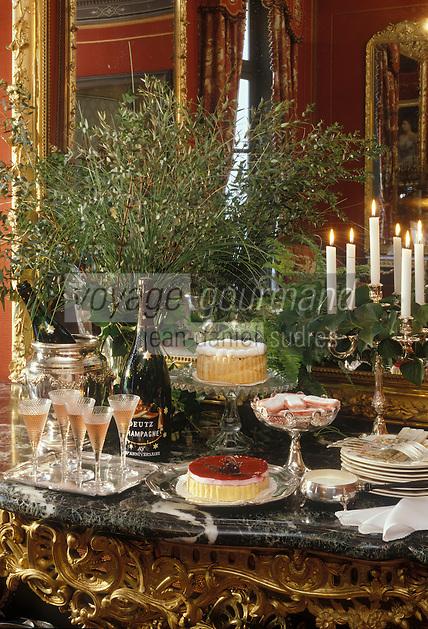 Europe/France/Champagne-Ardenne/51/Marne/Ay : Maison Deutz - Champagne au dessert dans le grand salon rouge Napoléon III