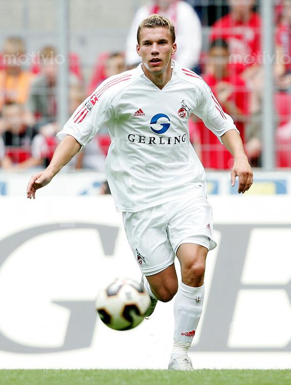 Fussball  1. Bundesliga  Saison 2005/2006    Lukas PODOLSKI, Einzelaktion am Ball (1. FC Koeln)