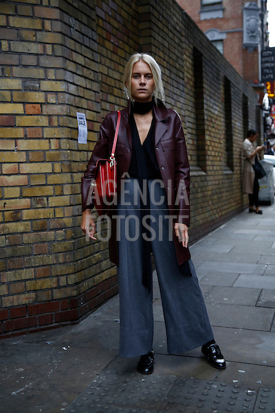 Street Style<br /> <br /> Londres - Verao 2017<br /> <br /> Setembro 2016<br /> <br /> foto: FOTOSITE