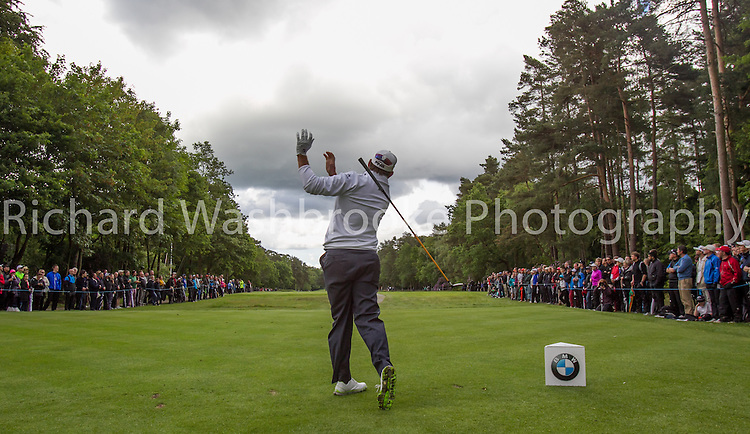 Lee Westwood (ENG) 15th tee drops his club<br /> BMW PGA Championship 2014  Wentworth  24th May 2014<br /> Photo: Richard Washbrooke Sports Photography<br /> <br /> BMW PGA Championship 2014  Wentworth  24th May 2014<br /> Photo: Richard Washbrooke Sports Photography