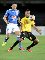 BOGOTA - COLOMBIA - 17 - 07 - 2016: Harrison Henao (Izq.) jugador de Millonarios disputa el balón con Nelson Barahona (Der.) jugador de Alianza Petrolera, durante partido de la fecha 4 entre Millonarios y Alianza Petrolera, de la Liga Aguila II-2016, jugado en el estadio Nemesio Camacho El Campin de la ciudad de Bogota.  / Harrison Henao (R) player of Millonarios vies for the ball with Nelson Barahona (L) player of Alianza Petrolera, during a match between Millonarios and Alianza Petrolera,  for the date 4 of the Liga Aguila II-2016 at the Nemesio Camacho El Campin Stadium in Bogota city, Photo: VizzorImage / Luis Ramirez / Staff.