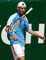 16-8-06,Amsterdam, Tennis, NK, First round match, Thiemo de Bakker is fthrows his racket in frustration for loosing