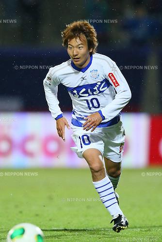 Atsushi Izawa (Ventforet), .APRIL 10, 2013 - Football /Soccer : .2013 J.LEAGUE Yamazaki Nabisco Cup .between Omiya Ardija 1-3 Ventforet Kofu .at NACK5 Stadium Omiya, Saitama, Japan. .(Photo by YUTAKA/AFLO SPORT)