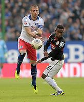 FUSSBALL   1. BUNDESLIGA   SAISON 2013/2014   9. SPIELTAG Hamburger SV - VfB Stuttgart                               20.10.2013 Rafael van der Vaart (li, Hamburger SV)  gegen Ibrahima Traore (re, VfB Stuttgart)