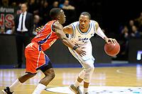 GRONINGEN -  Basketbal, Donar - New Heroes Den Bosch, Martiniplaza, Dutch Basketbal League, seizoen 2018-2019,  26-01-2019, Donar speler Teddy Gipson met Den Bosch speler Keshun Sherrill
