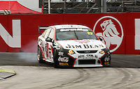 Jim Beam Racing's Steven Richards takes Holden Corner during qualifying for Race Two during Day Three of the Hamilton 400 Aussie V8 Supercars Round Two at Frankton, Hamilton, New Zealand on Sunday, 19 April 2009. Photo: Dave Lintott / lintottphoto.co.nz
