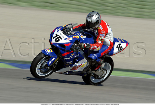 SERGIO FUERTES (ESP), Suzuki, during free practice, Superbike World Championship Race, Ricardo Tormo Circuit, Valencia, 030228. Photo:Neil Tingle/Action Plus ...2003  .man men superbikes motorcycle motorcycles bike bikes.     . ...  ..