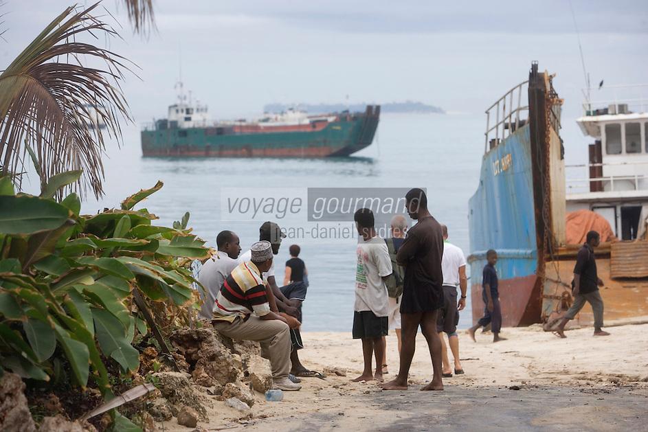 Afrique/Afrique de l'Est/Tanzanie/Zanzibar/Ile Unguja/Stone Town: la plage et les bacs qui accostent