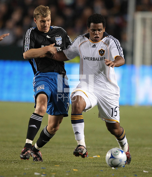 Ronnie O'Brien, left, battles for a ball with Alvaro Pires, .Jose Earthquakes, 0, Los Angeles Galaxy, 2, Thursday, April 3, 2008.