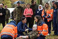 Medizinische Ausbildung von syrischen Buergerkriegsfluechtlingen durch die Bundeswehr.<br /> Besuch zum Abschluss des Pilotdurchgangs der medizinschen Ausbildung fuer syrische Fluechtlinge durch die Verteidigungsministerin Ursula von der Leyen (im Bild mit rosa Jacke) am Donnerstag den 17. November 2016 in der Julius-Leber-Kaserne in Berlin.<br /> In der Kaserne wurden 21 Frauen die vor dem Buergerkrieg aus Syrien gefluechtet sind, in einer vierwoechigen Massnahme medizinisch ausgebildet. Vermittelt wurden die Gefluechteten von der Bundesagentur fuer Arbeit.<br /> 17.11.2016, Berlin<br /> Copyright: Christian-Ditsch.de<br /> [Inhaltsveraendernde Manipulation des Fotos nur nach ausdruecklicher Genehmigung des Fotografen. Vereinbarungen ueber Abtretung von Persoenlichkeitsrechten/Model Release der abgebildeten Person/Personen liegen nicht vor. NO MODEL RELEASE! Nur fuer Redaktionelle Zwecke. Don't publish without copyright Christian-Ditsch.de, Veroeffentlichung nur mit Fotografennennung, sowie gegen Honorar, MwSt. und Beleg. Konto: I N G - D i B a, IBAN DE58500105175400192269, BIC INGDDEFFXXX, Kontakt: post@christian-ditsch.de<br /> Bei der Bearbeitung der Dateiinformationen darf die Urheberkennzeichnung in den EXIF- und  IPTC-Daten nicht entfernt werden, diese sind in digitalen Medien nach §95c UrhG rechtlich geschuetzt. Der Urhebervermerk wird gemaess §13 UrhG verlangt.]