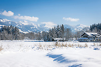 Austria, Tyrol, Reith near Kitzbuhel: winter scenery at idyllic lake Schwarzsee (Black Lake) on the outskirts of Kitzbuhel, at background Kitzbuhel Alps | Oesterreich, Tirol, Reith bei Kitzbuehel: Winterlandschaft am Schwarzsee, im Hintergrund die Kitzbueheler Alpen