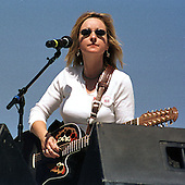 Melissa Ethridge performs at the Million Mom March in favor of gun control on the Mall in Washington, DC on May 14, 2000..Credit: Ron Sachs / CNP