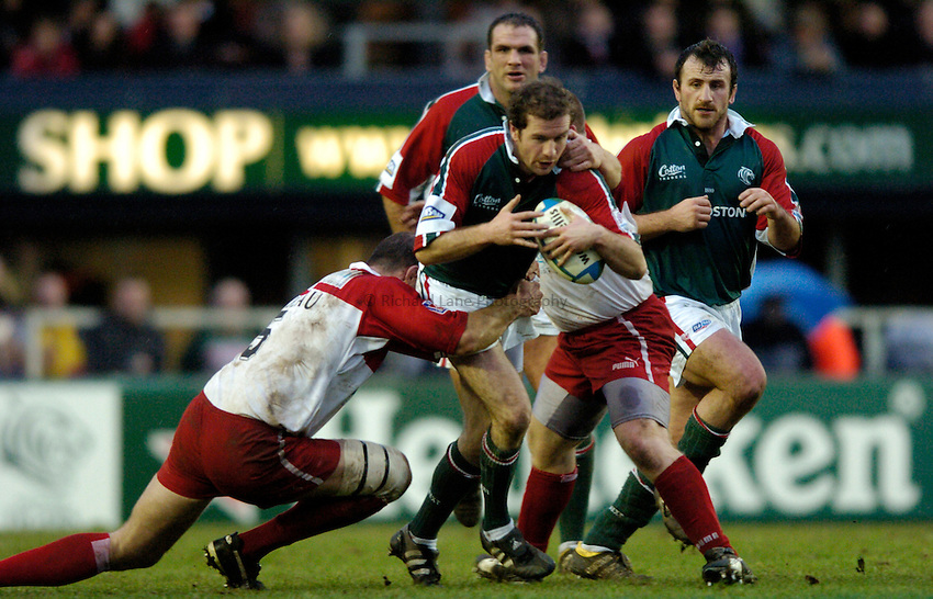 Photo: Richard Lane..Leicester Tigers v Biarritz Olympique. Heineken Cup. 09/01/2005..Geordan Murphy attacks.