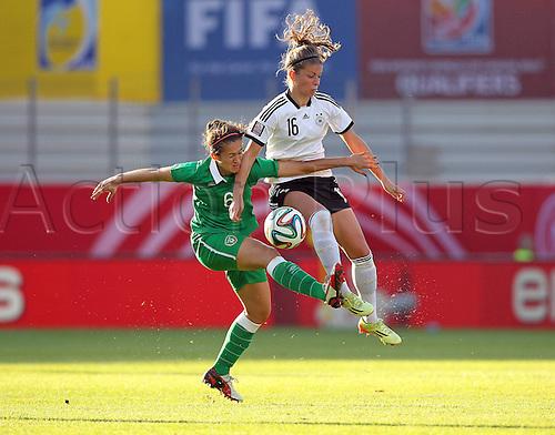17.09.2014. Heidenheim, Germany. Womens World Cup football qualifier. Germany versus Republic of Ireland.  Dora Gorman (Ireland)and Melanie Leupolz (Ger)