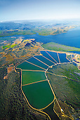 Sur la côte Ouest, bassins d'aquaculture