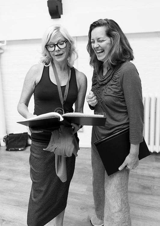 """""""King Lear"""" rehearsed reading rehearsals. Old Vic Theatre. Director: Jonathan Miller.  Felicity Dean (L), Greta Scacchi (R)."""