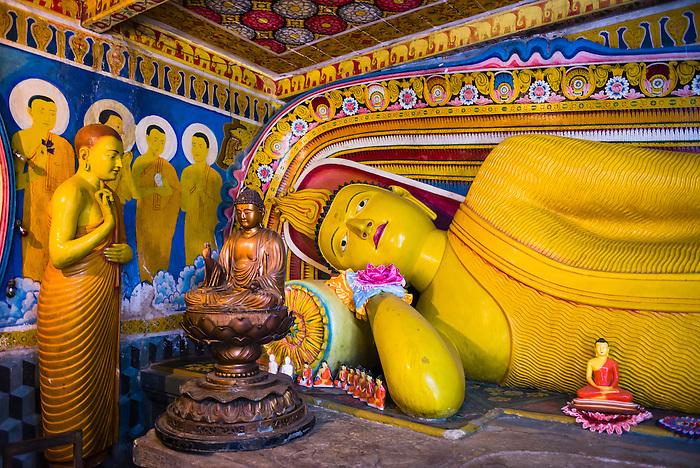 Risultati immagini per tooth temple kandy