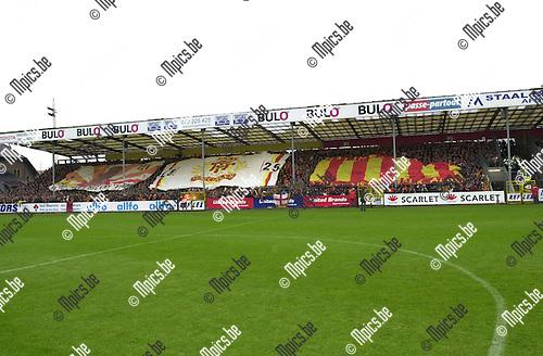 KV Mechelen - Racing Mechelen : De KV supporters ontvouwden enkele reuze spandoeken.