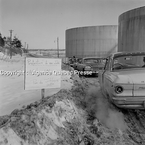 Greve chez Irving<br /> <br /> (date exacte inconnue,<br /> entre le 30 dec 1963 et le 5 jan 1964<br /> .)<br /> <br /> PHOTO : Agence Quebec Presse<br /> - Photo Moderne