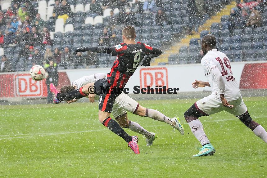 Anthony Sautier (Genf) klaert gegen Haris Seferovic (Eintracht) - Eintracht Frankfurt vs. Servette Genf, Commerzbank Arena