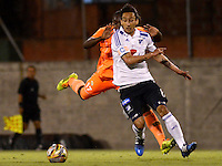 ENVIGADO -COLOMBIA-26-04-2015. Yilmar Angulo (Izq) de Envigado FC disputa el balón con Rafael Robayo (Der) de Millonarios durante partido por la fecha 17 de la Liga Águila I 2015 realizado en el Polideportivo Sur de la ciudad de Envigado./ Yilmar Angulo (L) of Envigado FC fights for the ball with Rafael Robayo (R) of Millonarios during match for the 17	th date of the Aguila League I 2015 at Polideportivo Sur in Envigado city.  Photo: VizzorImage/León Monsalve/STR