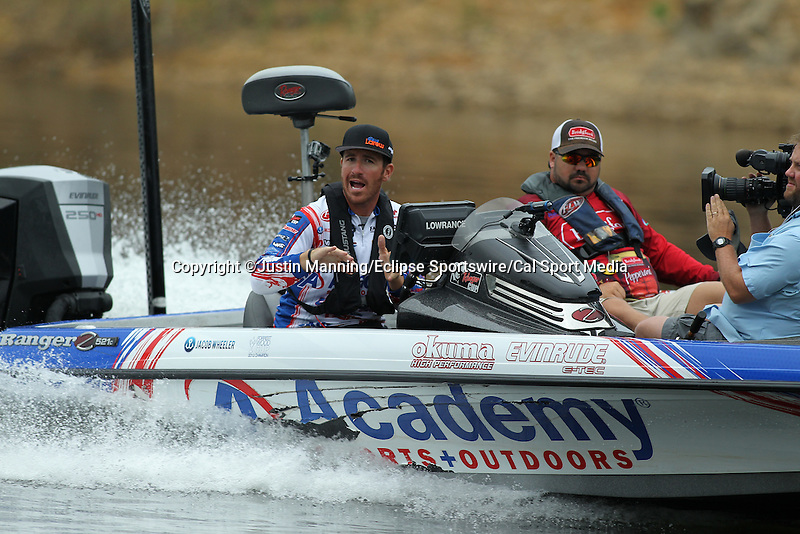 August 21, 2015: Day one leader Jake Wheeler making a move on day two of the Forrest Wood Cup on Lake Ouachita in Hot Springs, AR. Justin Manning/ESW/CSM
