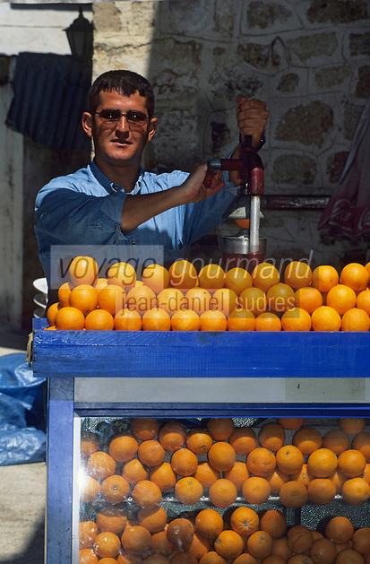 Europe/Turquie/Antalya : Marchand de jus d'orange dans les rues
