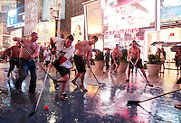 Hurricane Irene: NYC - Times Square Hockey