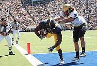 Shane Vereen scores the touchdown against Jon Majors. The California Golden Bears defeated the Colorado Buffaloes 52-7 at Memorial Stadium in Berkeley, California on September 11th, 2010.