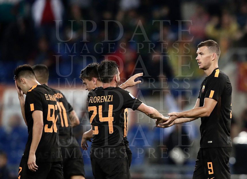 Calcio, Serie A: Roma, stadio Olimpico, 16 settembre 2017.<br /> Roma's Edin Dzeko celebrates with his teammates after scoring for the second time during the Italian Serie A football match between AS Roma and Hellas Verona at Rome's Olympic stadium, September 16, 2017.<br /> UPDATE IMAGES PRESS/Isabella Bonotto