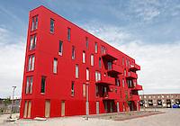 Rood gebouw in Almere Poort