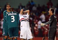 SAO PAULO SP, 05 Junho 2013 -  SAO PAULO X GOIAS -   Lance    durante partida válida pela quarta rodada do campeonato brasileiro de 2013 no Estádio do Morumbi em São Paulo, nesta quarta , 06. (FOTO: ALAN MORICI / BRAZIL PHOTO PRESS).