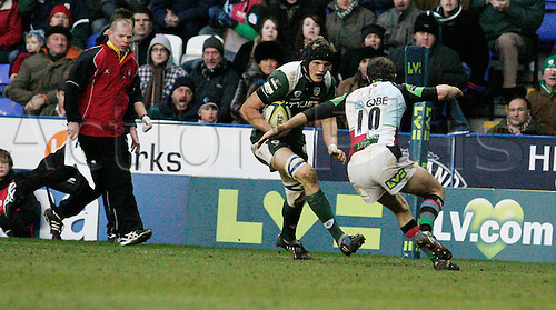 31st January  2009. Guinness rugby premiership,London Irish V Harlequins madejski London, Nick Kennedy passes down the line. Photo: Steven Harrington/Actionplus.