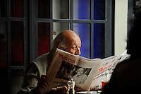 TURKEY Istanbul, famous photographer Ara Gueler reading the armenian newspaper Agos in his restaurant Ara Cafe / TUERKEI Istanbul, der bekannte Fotograf Ara Güler liest die armenische Zeitung Agos in dem von ihm betriebenen Restaurant Ara Cafe