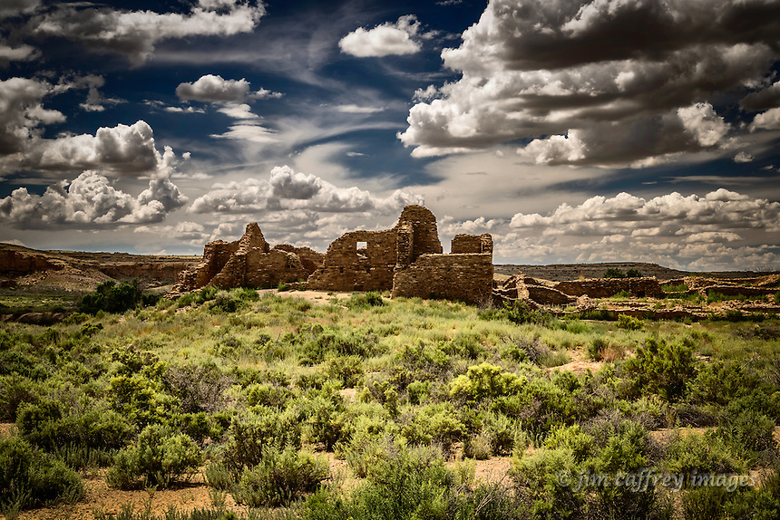 Pueblo del Arroyo lies right on the edge of the Chaco River in New Mexico's Chaco Canyon.