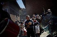 BULGARIA, Breznitsa, April 10, 2011. A Bulgarian muslim boy catches candies thrown from a balcony during a wedding day in the remote village of Breznitsa in the Rhodope mouton region, south of Bulgaria. Bulgarian Muslims, which today are nearly 8% of the country's population and the largest muslim minority community in the European Union, revived their cultural and religious traditions after the fall of communist regime in Bulgaria in 1989. .BULGARIE, Breznitsa, 10 Avril 2011. Un garçon de confession musulmane attrape des bonbons lancés depuis un balcon lors d'un mariage dans le petit village de Breznitsa dans les montagnes des Rhodopes en Bulgarie. La minorité musulmane qui représente aujourd'hui près de 8% de la population totale du pays et qui est la plus large majorité musulmane dans les pays de l'Union Européenne a ravive ses traditions culturelles et religieuse après la chute du régime communiste Bulgare en 1989.