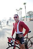 CALIFORNIA, Los Angeles, Bikerider in Santa Monica