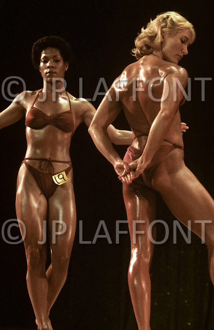 Los Angeles, 1980. On the right Claudia Wilbourn at  California Women's Bodybuilding Championship.
