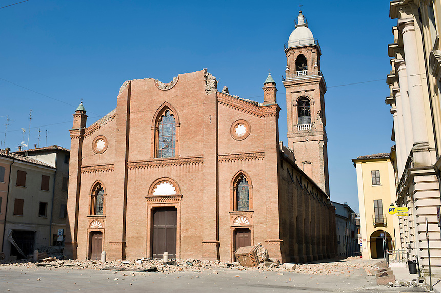 Mirandola - 29 maggio 2012 - Chiesa di San Francesco.