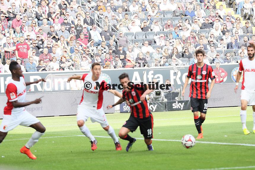 Vaclav Kadlec (Eintracht) wird gehalten - kein Elfmeter - Eintracht Frankfurt vs. FC Augsburg, Commerzbank Arena